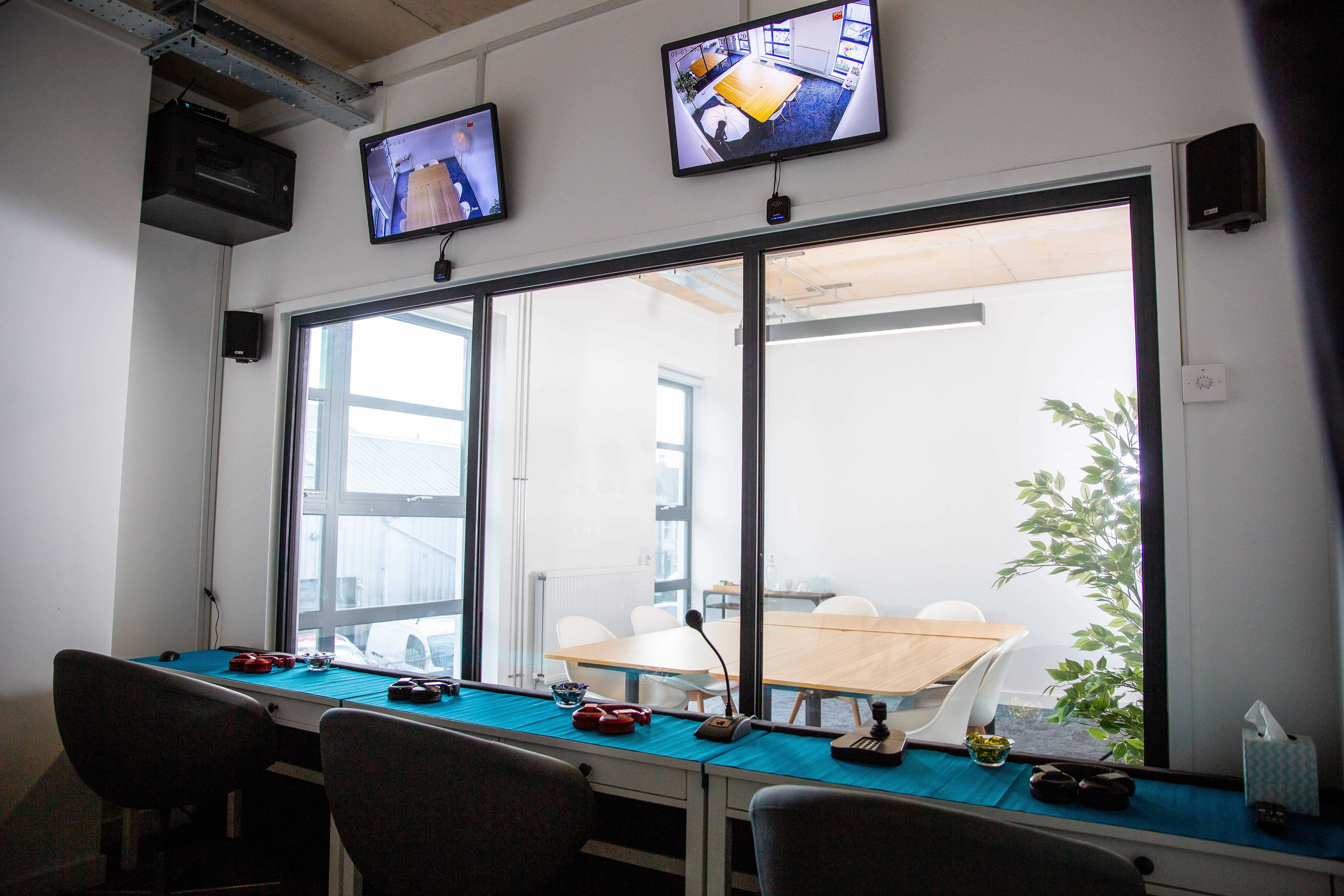 laboratory one-way mirror viewing room